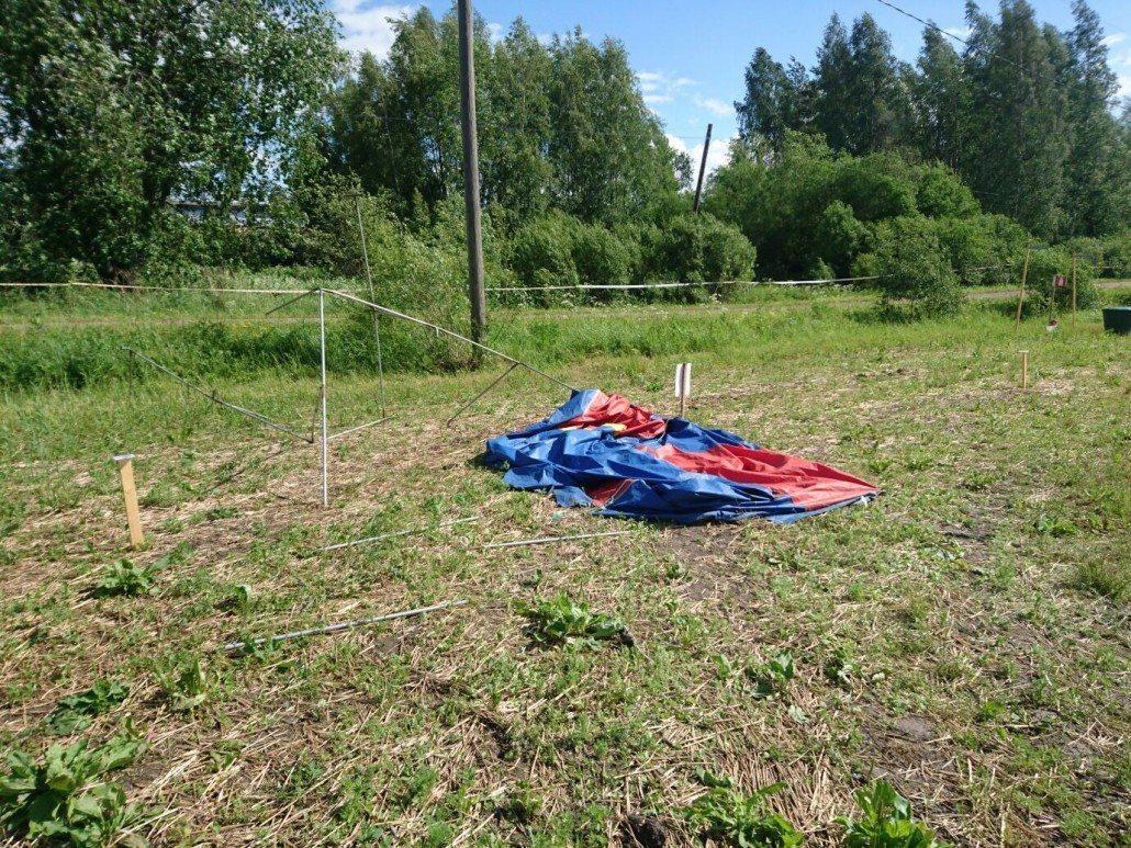 Kaikki teltat eivät kestäneet viikonlopun tuuliolosuhteita. Kuva liittyy.